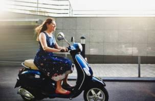 В Новодугинском районе смолянка на скутере получила травмы