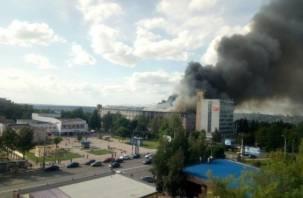 В Смоленске при пожаре на фабрике «Шарм» погибла женщина