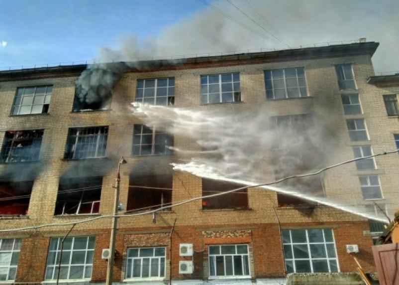 «Шарм» в Смоленске продолжает полыхать: фото и видео с места события