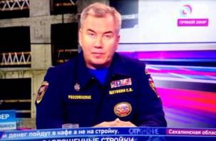 Смолянин в прямом эфире на ТВ попросил руководителя Российского союза спасателей снести барак