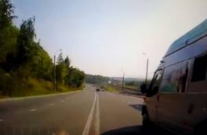 В Сети появилось видео «дерзких» инкассаторов, нарушающих ПДД в Смоленске
