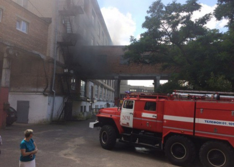 В Смоленске снова горит «Шарм»: в здании могут находиться люди