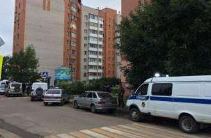 Спецмашины, полиция в бронежилетах: в Смоленске оцепили улицу из-за странного предмета