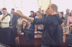 Выступление смоленского кавээнщика за вырубку лесопитомника попало на видео