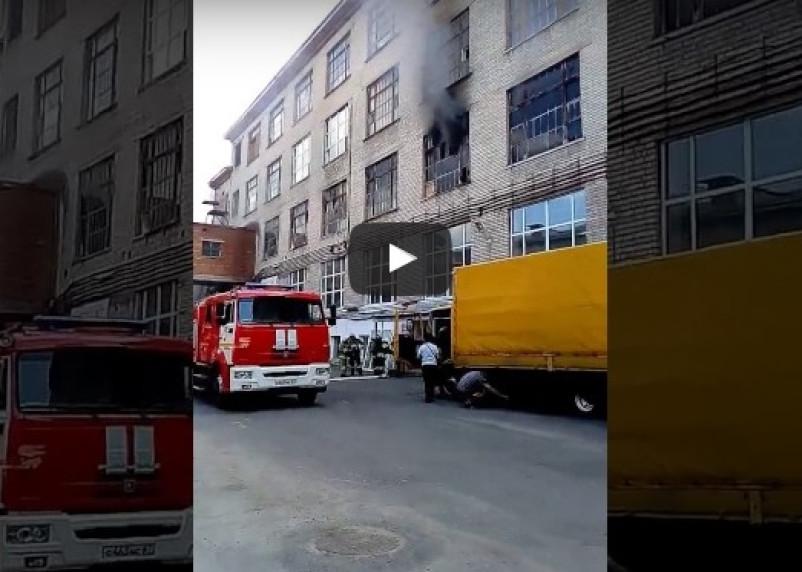 В Сети появилось видео пожара на фабрике «Шарм» в Смоленске