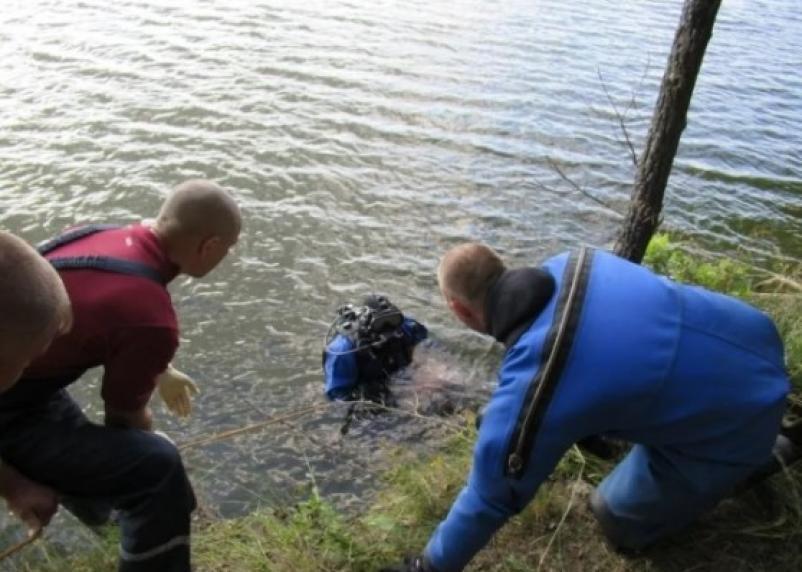 В Смоленской области из водоема достали утопленника