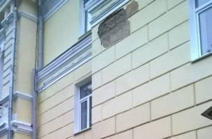 В центре Смоленска посыпался фасад