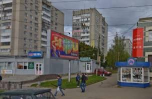 В Смоленске дом на улице Петра Алексеева заливает водой