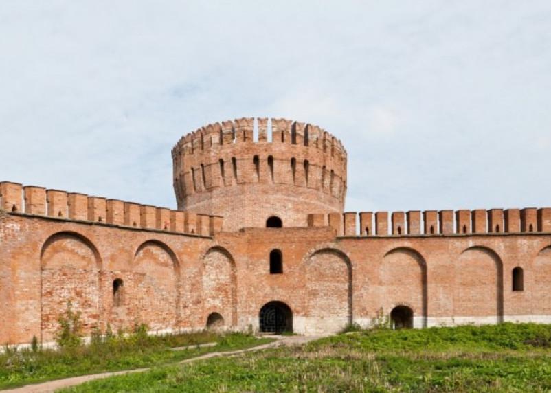 К смоленской крепостной стене приставят охранников