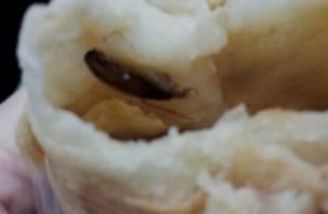 Смолян накормили самсой с жареным тараканом