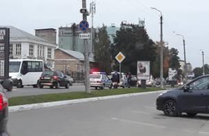 В Смоленске сотрудники ДПС устроили дорожный коллапс в районе Колхозной площади