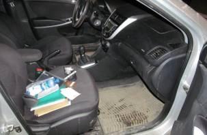 В Сафонове у нервного пассажира автомобиля нашли наркотики