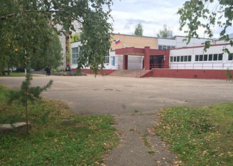 В Смоленске экстренно эвакуировали учеников из школы