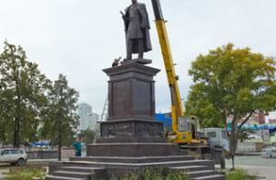 В Челябинске установили памятник Столыпину, изготовленный в Смоленске