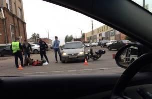 В Смоленске мотоциклист попал под колеса иномарки