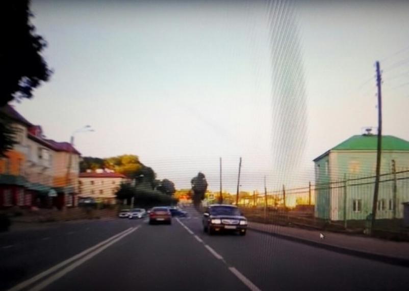В Смоленске «Волга» нагло пронеслась по встречке: в Сети появилось видео