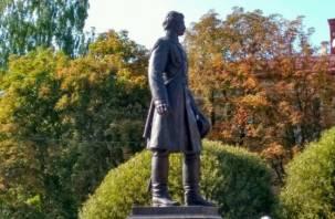 В Смоленске памятник Пржевальскому появился на ул. Дзержинского возле училища имени Глинки