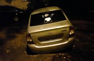 В Смоленске машина провалилась под асфальт