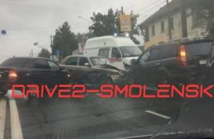 В Сети появилось видео тройного ДТП на улице Крупской в Смоленске
