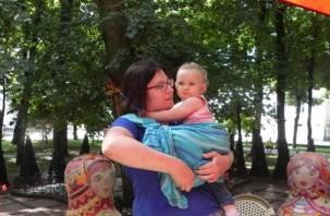 Смоленских мам научат основам слингоношения