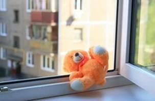 В Смоленской области малыш выпал из окна