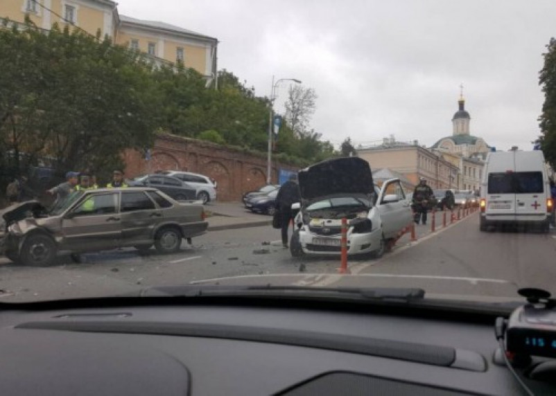 Серьезная авария на Большой Советской в Смоленске: дорога перекрыта