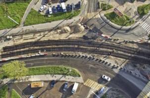 Смоленские дорожники укладывают кривые трамвайные рельсы?