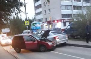 Жесткая авария в Заднепровье: «Лада» протаранила «Рено»