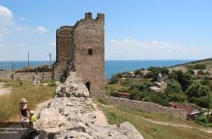 Смоляне спасли от разрушения башню в Крыму