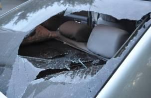 В Смоленске неизвестные разбили стекла у машин