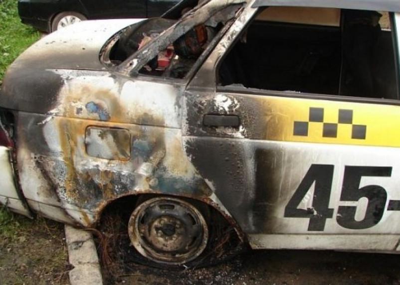 Смолянин поджег такси в руднянской деревне после похода на кладбище