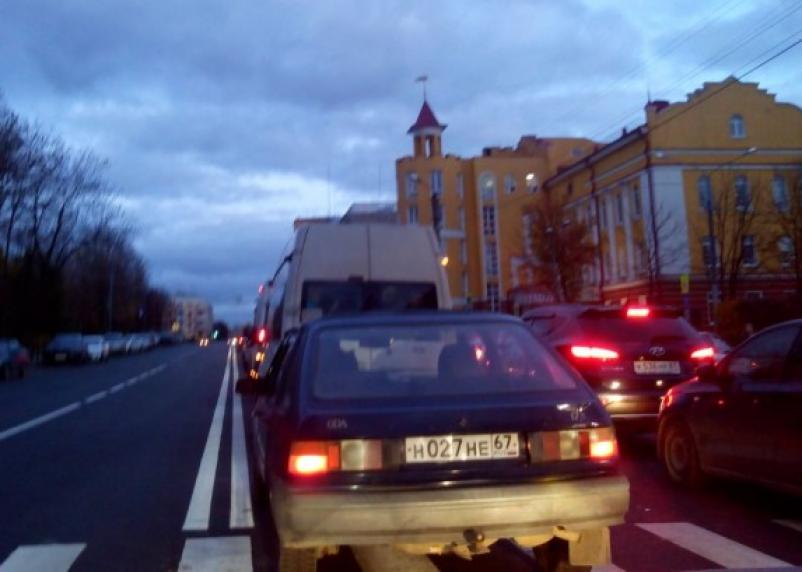 В Смоленске парализовано движение на улицах Дзержинского и Большой Советской