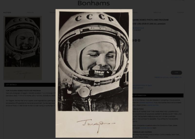 В США продали фотокарточку с автографом Юрия Гагарина