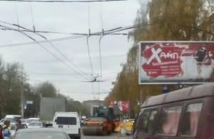 Ремонт на Краснинском шоссе в Смоленске собирает серьезную пробку
