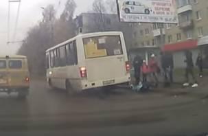 В Смоленске женщина выпала из автобуса