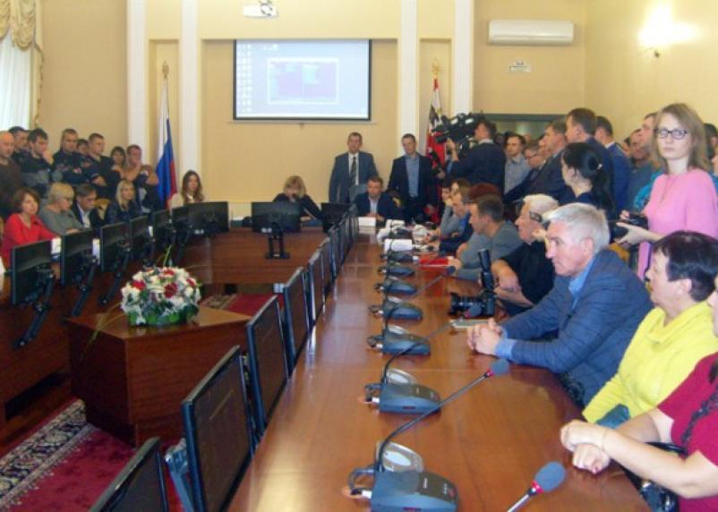 В мэрии Смоленска прошли как бы публичные «слушания»
