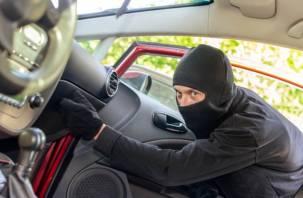 Ну и что же тут криминального? В Смоленске москвич украл свое же дорогостоящее авто