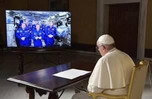 Папа Римский «вышел» в космос и пообщался со смолянином