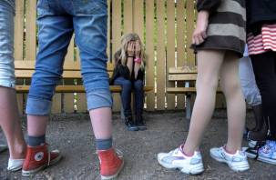 В Ярцеве девочки-подростки унизили сверстниц средь бела дня