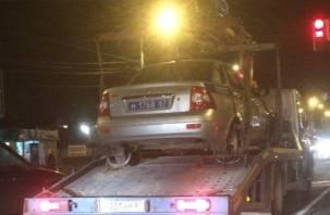 «Ура»: в Смоленске эвакуировали полицейскую машину