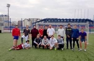 В Смоленске священники и семинаристы сыграли в футбол со студентами физакадемии