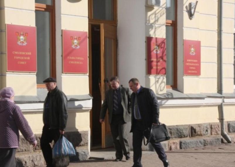 Смоленские власти проглядели превращение муниципального имущества в бомжатник