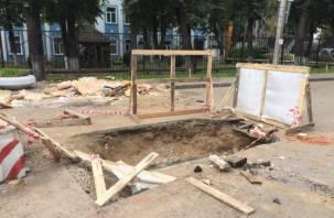 В самом центре Смоленска появились опасные траншеи