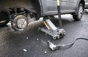Смоленского водителя насмерть раздавил его автомобиль
