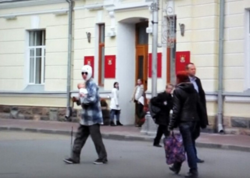 Смоляне приняли пранкера за безумца: в Сети появилось видео