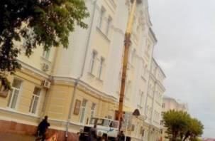 В Смоленске восстанавливают «рухнувший» фасад здания СмолГУ