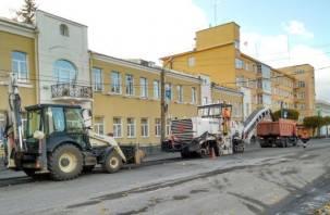В центре Смоленска ремонтируют дороги. Фоторепортаж