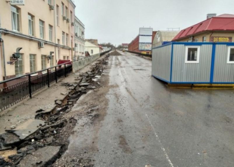 В Смоленске с Беляевского путепровода «смыло» ремонтные бригады?