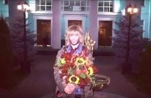 Сергея Зверева сняли на видео на железнодорожном вокзале Смоленска