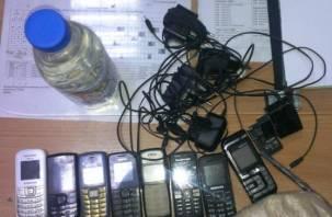 В смоленских колониях нашли 27 литров спирта и 400 телефонов